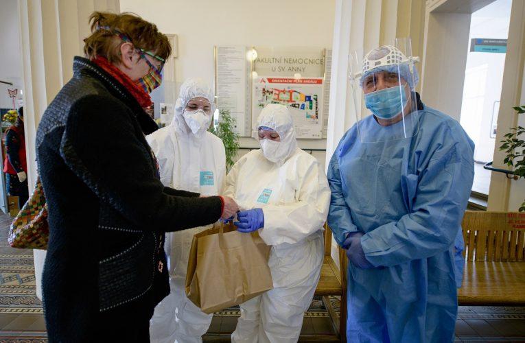 E.ON podpoří zdravotníky i hasiče vboji proti koronaviru jídlem zdarma