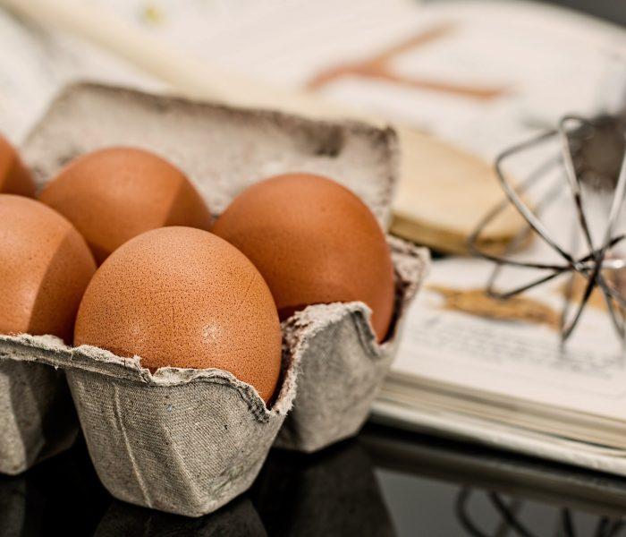 Před Velikonoci se prodává jedno vejce za 2 Kč