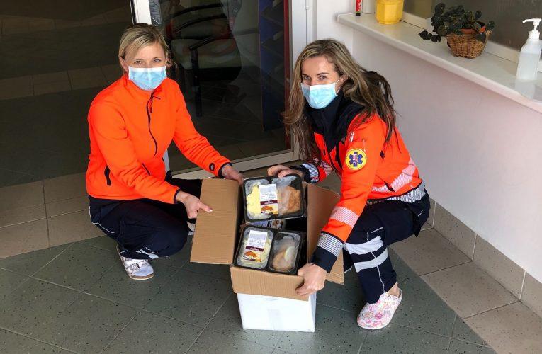 Konto Bariéry a Košík startují sbírku na obědy pro seniory a všechny v první linii
