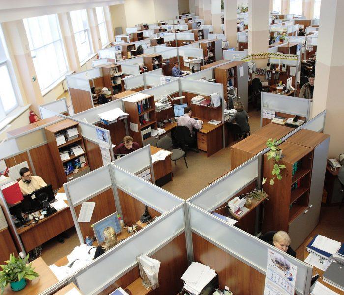 Čtvrtině kancelářských firem koronakrize změnila plány