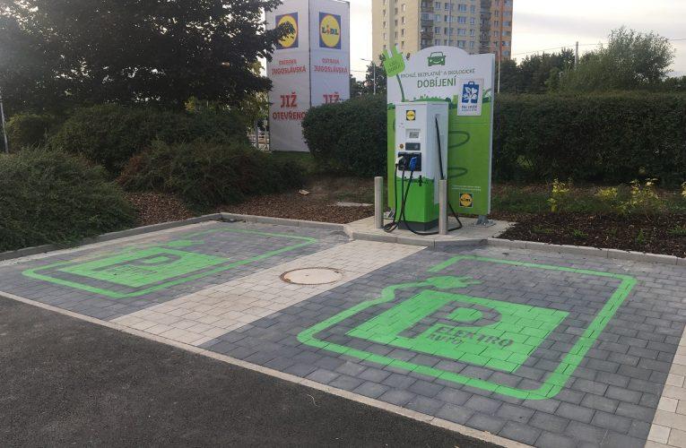V Ostravě je od 17. srpna u prodejny Lidl v provozu nová rychlonabíjecí stanice pro elektromobily