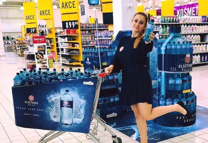 Agentura POS Media Czech Republic realizovala originální instalace pro brandy Magnum a Kláštorná