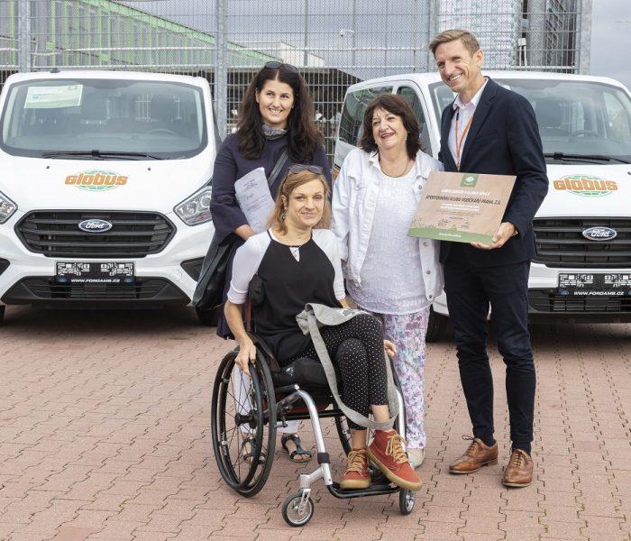 Globus a Konto Bariéry darují nové vozy pro handicapované ze Zlína, Prahy a Neratova