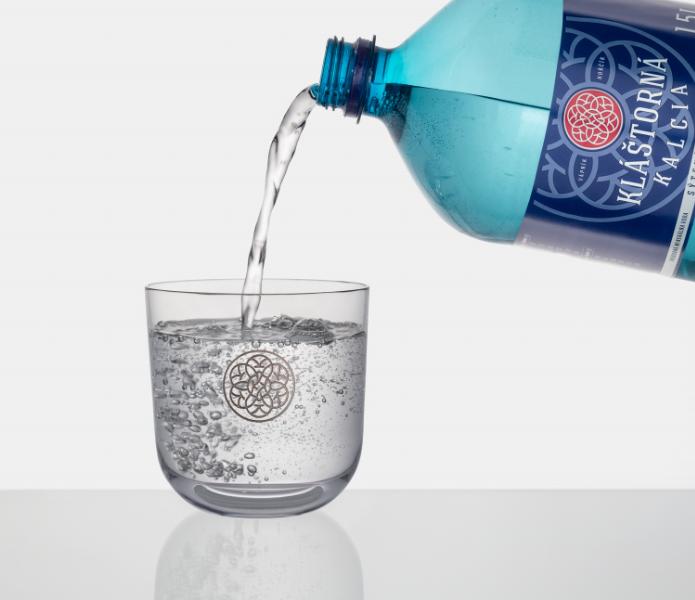 Minerální voda Kláštorná Kalcia dává lahvím druhý život