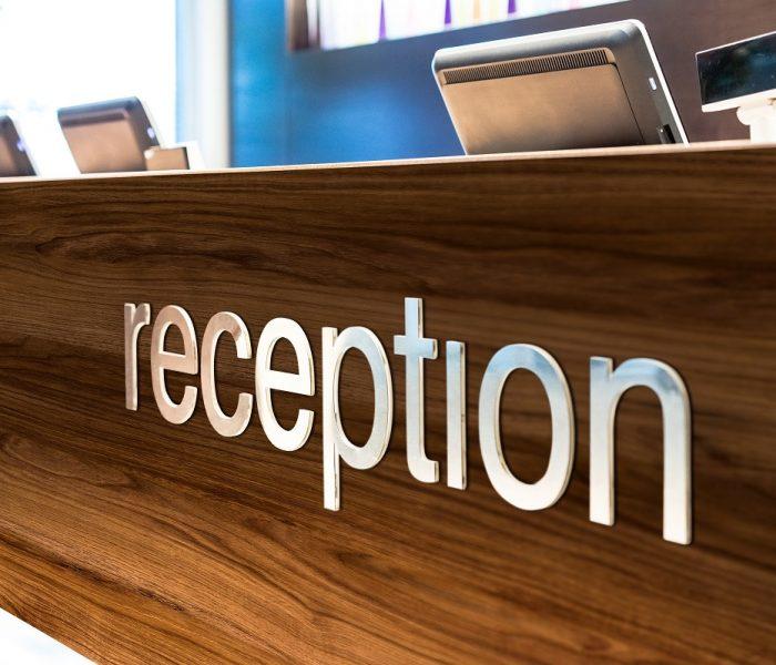 PVC-free nábytkové dekorační fólie pro in-store design od Neschen Coating