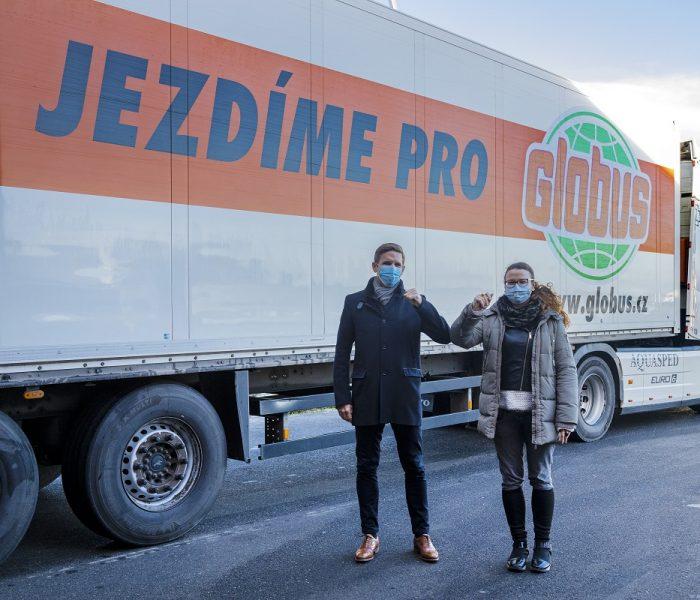 Globus daroval do potravinových bank další kamion zboží