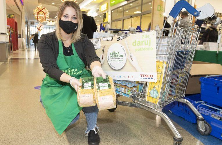 Ve Sbírce potravin darovali zákazníci Tesca 144 tun potravin