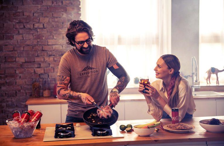 Coca-Cola zve kampaní Spolu chutná nejlépe na společně strávené chvíle při dobrém jídle a pití přímo u vás doma