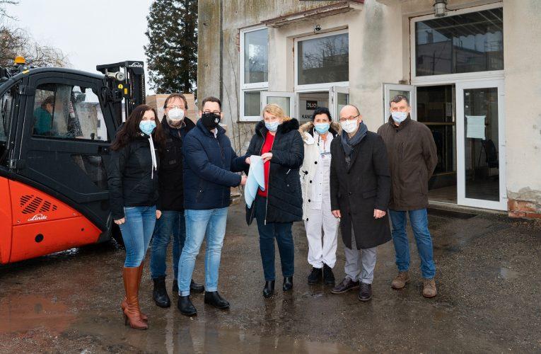 Lidl daroval nemocnicím 10000 ochranných štítů
