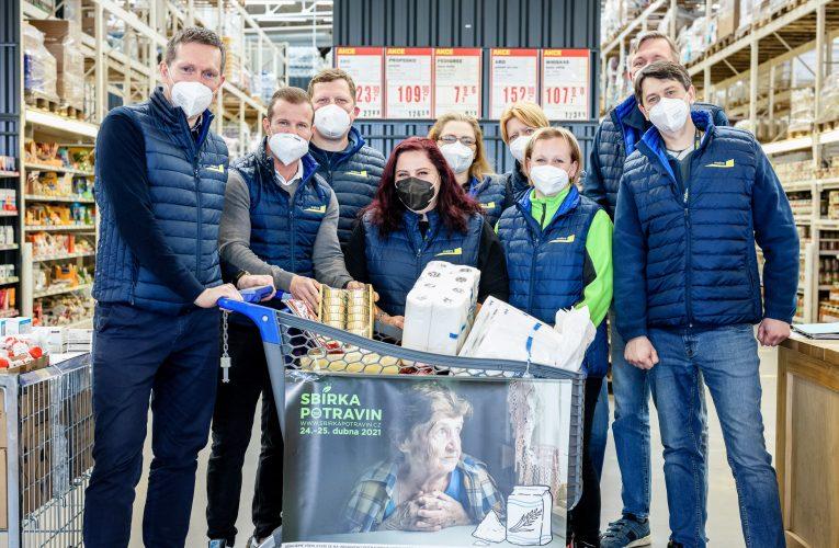 Prodejny makro ČR se o víkendu zapojily do jarní Sbírky potravin