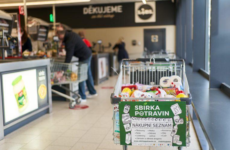 Zákazníci Lidlu darovali rekordní množství potravin a drogerie