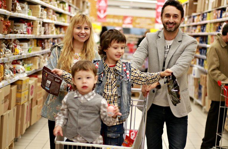 Pro potraviny chodí Češi nejradši do supermarketu