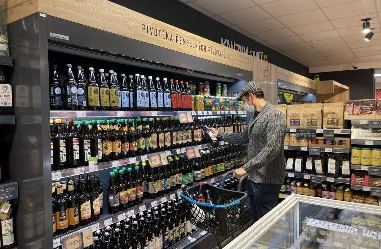 Prodej piva na vesnici výrazně roste, zákazníci jsou náročnější